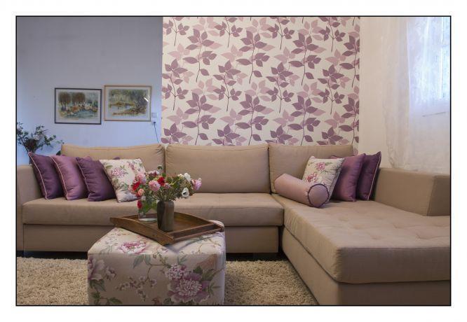 סלון בשילוב גווני מוקה וסגול, עיצוב מעשה בבית-בוטיק ביתי לאדריכלות ועיצוב פנים