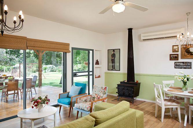 סלון בסגנון רטרו, עיצוב מעשה בבית-בוטיק ביתי לאדריכלות ועיצוב פנים