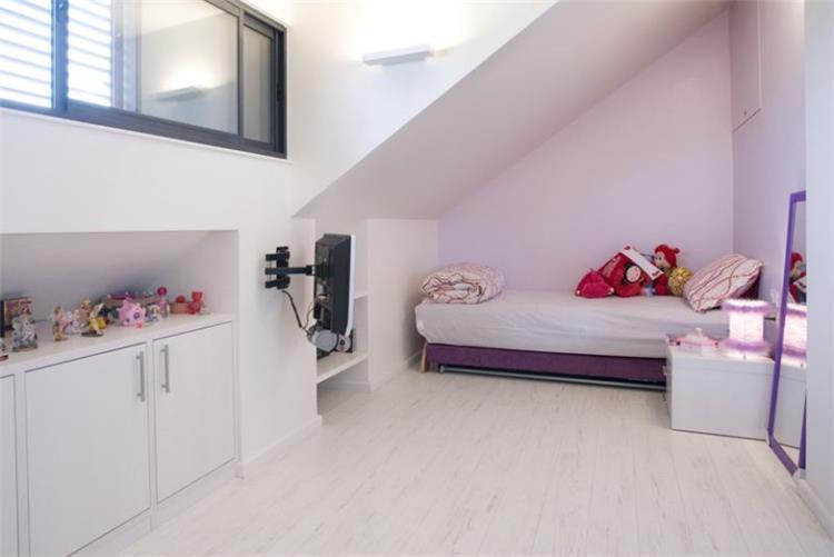 חדר ילדים - אהד יחיאלי, אדריכל
