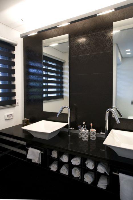 חדר אמבטיה - אהד יחיאלי, אדריכל
