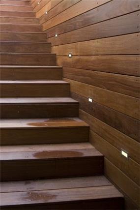 מדרגות עץ - אהד יחיאלי, אדריכל