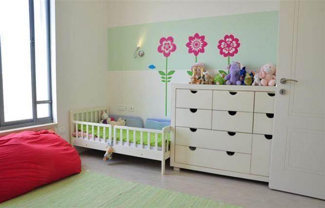 חדר ילדים בשילוב גווני ירוק ושמנת בעיצוב מיכל גרינברג- פוקס