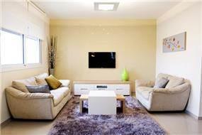 הום סטיילינג לסלון הכולל בחירת ריהוט, שטיח ותכנון ריהוט בהתאמה אישית, KanDesign