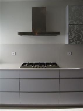 ידיות אינטגרליות במטבח מודרני,עיצוב KanDesign