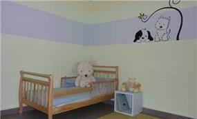חדר ילדים בגווני סגול ושמנת, עיצוב עדי זיו
