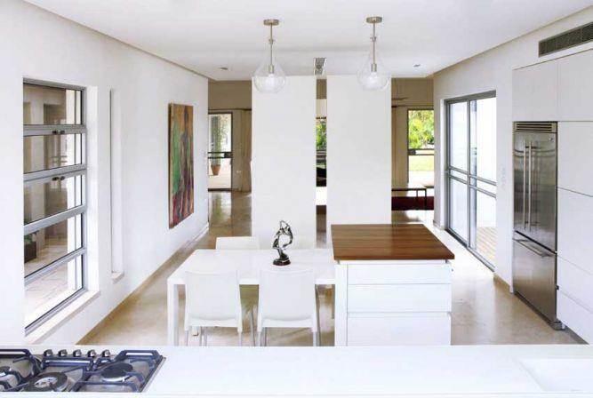 מבט למטבח מעוצב בעיצוב ותכנון של איציק ניב
