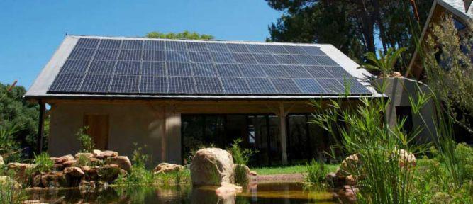 הצצה על מערכת החימום האקולגית הממוקמת על גג בניין בדרום אפריקה בעיצוב ותכנון ריפלנט