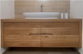 ארון אמבטיה ביחידת הורים - תכנון ועיצוב של הילה לוסקי
