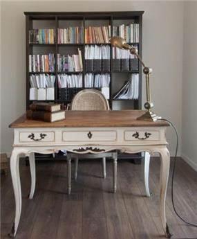 חדר עבודה בסגנון עתיק מחופה בלימנציה - תכנון הילה לוסקי