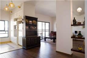 מבט מפינת האוכל אל הסלון המעוצב בבית - תכנון ועיצוב של הילה לוסקי