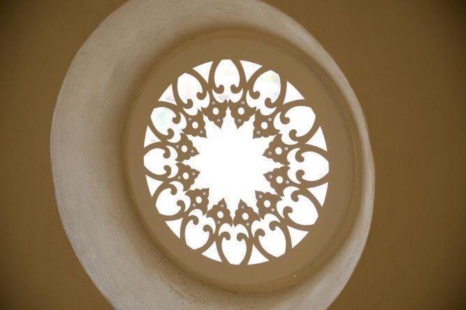 שחזור חלון רוזטה בבניין לשימור ביפו. עיצוב ותכנון של הילה לוסקי