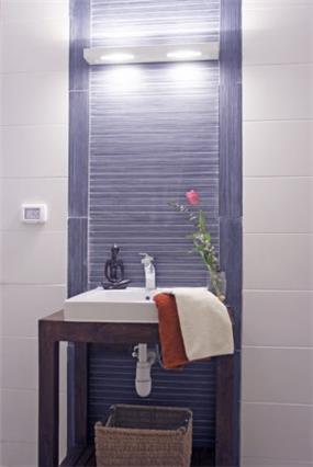חדר אמבטיה מודרני בעיצובה של סיגל לנמן סוקול
