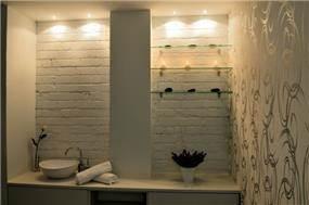 """מבט נוסף אל חדר טיפולי יופי במתחם בנמל ת""""א בעיצוב סטודיו HB"""
