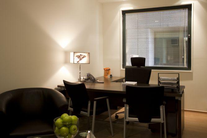 משרד בעיצוב גברי קלאסי, בעל נגיעות  מעולם הערכים של המותג -בעיצוב  סטודיו Hb
