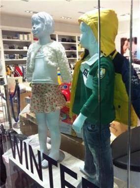 חלון ראווה בחנות ילדים בעיצוב בליץ דייזין