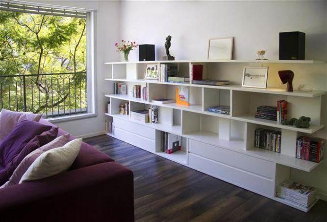 ספריה בסלון מודרני בעיצוב ותכנון של דלית לילינטל