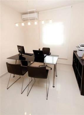 משרד בעיצוב מודרני בתכנון של a&e design