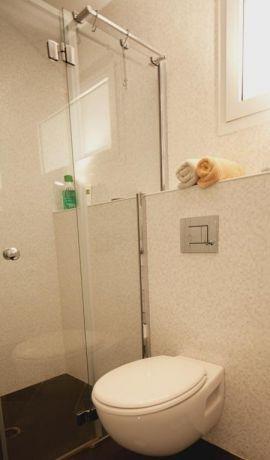 חדר אמבטיה מעוצב בדירת גג בעיצוב ותכנון של שרי בר נוע