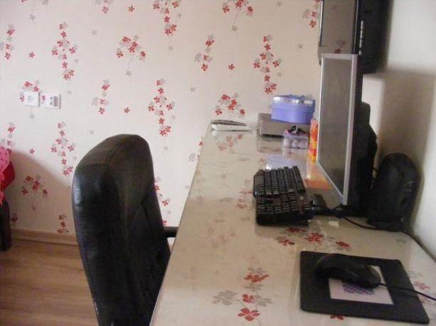 חדר נערה עם טפטים תואמים בעיצוב ותכנון של שרי בר נע גבעון