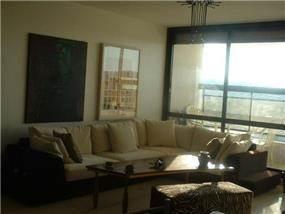 סלון מודרני הצמוד למרפסת, בעיצוב ותכנון של שרי בר-נע גבעון