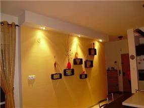 מבואת כניסה מעוצבת עם תאורה אווירתית בעיצוב ותכנון של שרי בר-נע גבעון
