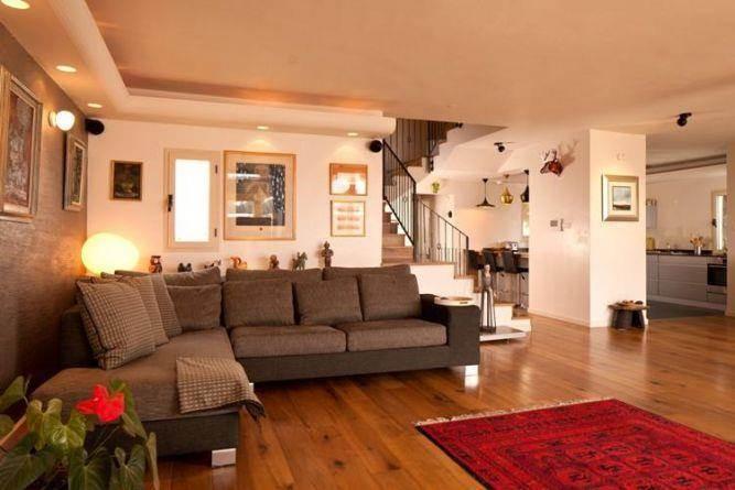 דירת גג מעוצבת בסגנון לופט, המדגימה ניצול נכון של השטח ליצירת אווירה יוצאת דופן בעיצוב ותכנון של שרי בר נע גבעון