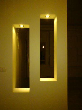 עיצוב בגבס עם תאורת ספוטים במבואת כניסה לבית. עיצוב: אדריכלות החן