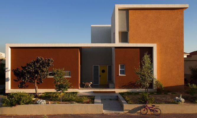 משחקי צבעים בחזית בית פרטי,  עיצוב Saab Architects