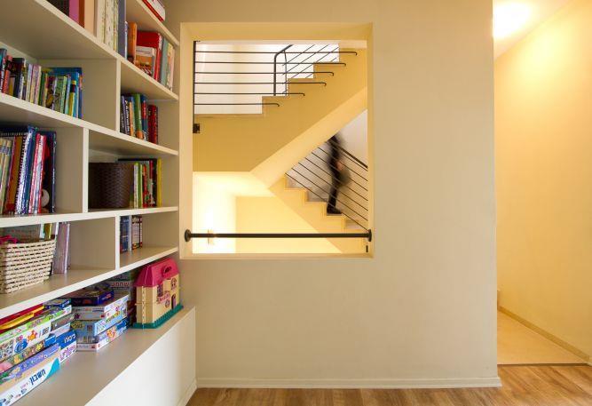 מבואה המשמשת לאחסון ספרים וצעצועים, עיצוב Saab Architects