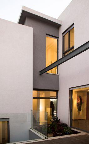 חזית בית בעיצוב מודרני ייחודי בתכנון ועיצוב של saab architects