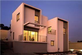 חזית בית כולל מרפסות בתכנון ועיצוב saab architects