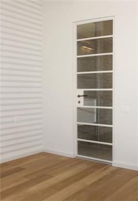 חדר שינה בדירה שמיועדת למכירה בתל אביב. עיצוב: טלי סטוף