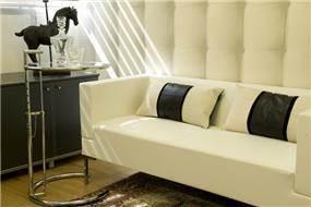 פינת המתנה במשרד במראה יוקרתי בתכנון ועיצוב של ג'ני דיין הום סטיילינג