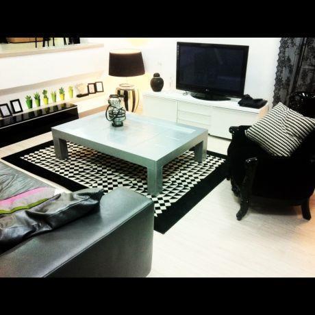 סלון בגוונים שחור לבן - בעיצוב ג'ני דיין