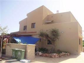 בית פרטי במבט צידי בתכנון יעקב אדרי