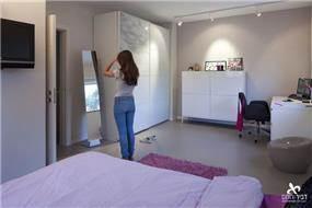 חדר שינה לנערה במראה נקי רטרו בעיצוב דביר-רותם Design