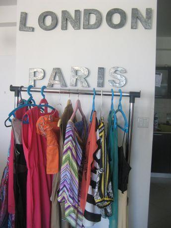 עיצוב צעיר לחנות בגדים, סיגל מורגן עיצוב פנים ,סטיילינג אישי,הום ופלייס סט
