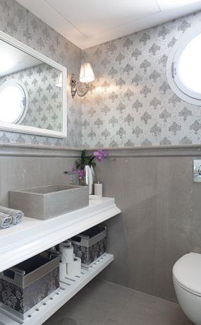 חדר אמבטיה מקסים בגווני אפור. HM מושיק חדידה-אדריכלות ועיצוב פנים