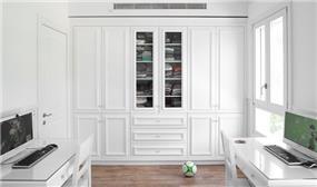 חדר ילדים במראה נקי במיוחד, כלל הרהיטים צבועים לבן ומקנים לחדר בוהק מיוחד. HM מושיק חדידה-אדריכלות ועיצוב פנים