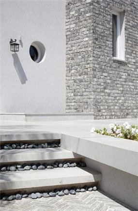 עיצוב מדרגות כניסה לבית פרטי, בסגנון מודרני. HM מושיק חדידה-אדריכלות ועיצוב פנים