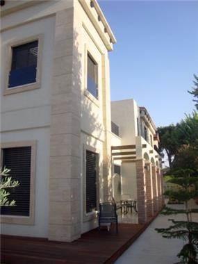 חזית בית מרשימה וייחודית. HM מושיק חדידה-אדריכלות ועיצוב פנים