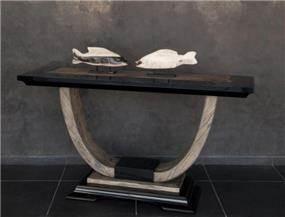 שולחן קטן מעוצב מבית גלריית אוקנין