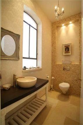חדר שירותים בבית בשרון בעיצובה של שירלי דן