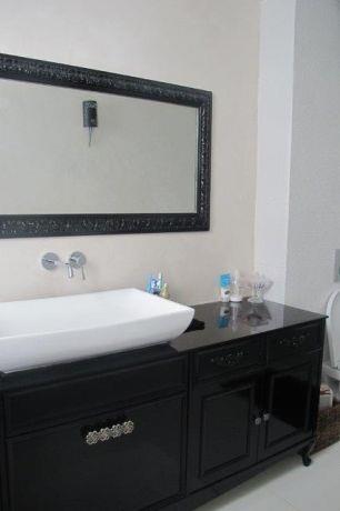 חדר אמבטיה בבית בשרון בעיצוב שירלי דן