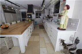 מטבח בבית באבן יהודה, בעיצוב שירלי דן