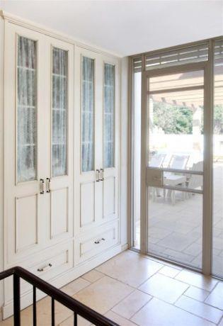 דלת הכניסה, בעיצוב שירלי דן