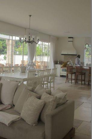 מבט מהסלון אל המטבח ופינת האוכל, שירלי דן