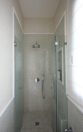 מקלחון בחדר אמבטיה, עיצוב: שירלי דן