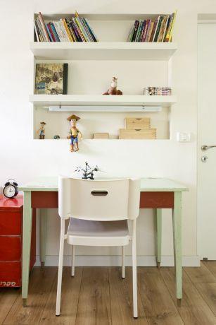 שולחן כתיבה ומדפים, חדר של בן. עיצוב אורלי אביטל