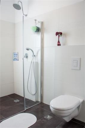חדר אמבטיה בעצובה של מרב כורי - הפוך הוא